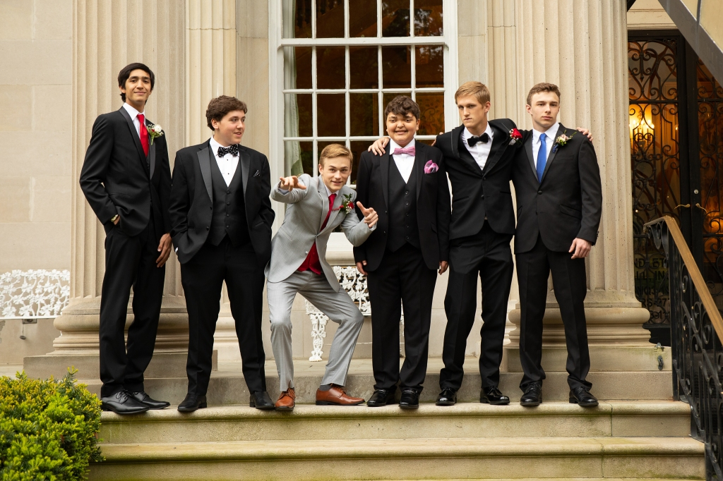 guys ready for prom at Spindletop Hall in Lexington, KY